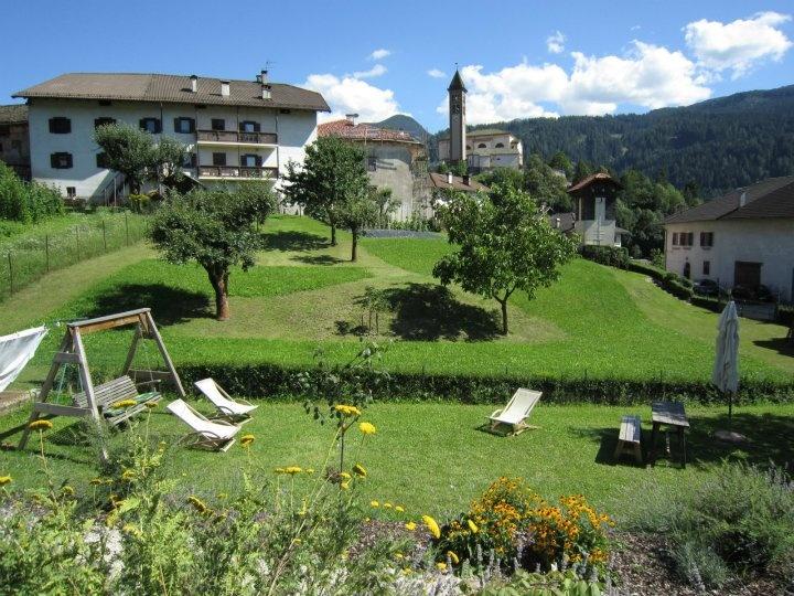Maso Corradini via Milano, 28 38030 Castello di Fiemme – Trento  Tel.:  0462 231010  Web: www.agriturismocorradini.it Email: info@agriturismocorradini.it