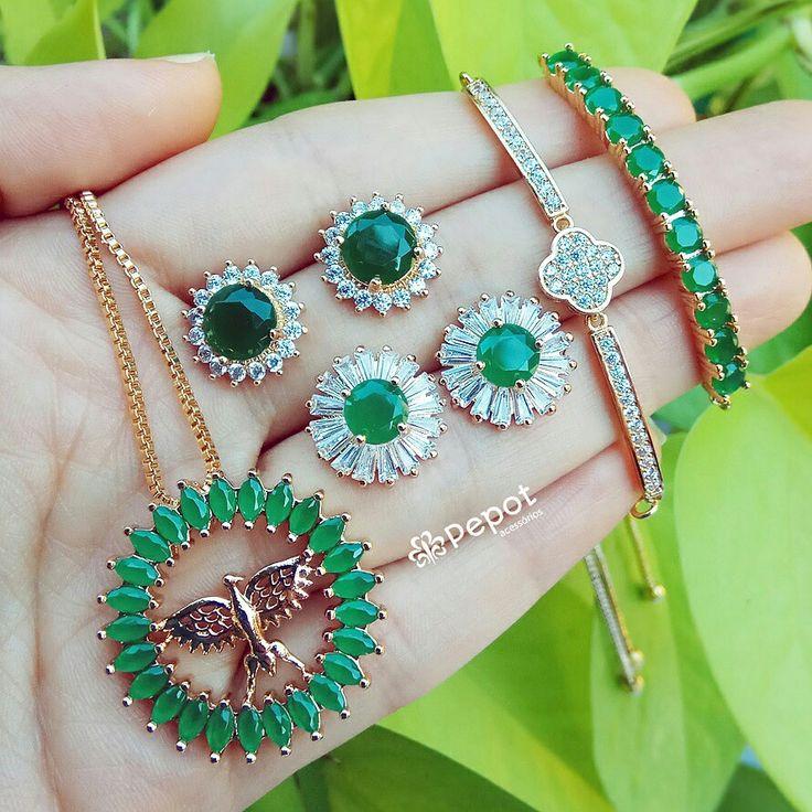 Mix lindo de pedras verdes   ➡ Visite nossa loja http://pepot.com.br e confira todas as cores e modelos disponíveis ⭐  #bijuterias #brincos #colares #pulseiras