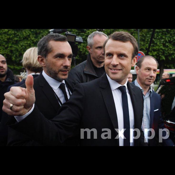 ©Olivier CorsanPHOTOPQR/LE PARISIEN ; 25/04/2017 Garches 92 France . Emmanuel Macron, le candidat à la présidentielle du mouvement En Marche, qualifié pour le second tour, a visité aujourd'hui l'hopital de Garches. L'urgentiste Patrick Pelloux était à ses côtés. (Maxppp #photo #photos #pic #pics #picture #pictures #snapshot #art #beautiful #instagood #picoftheday #photooftheday #tbt #cute #followme #follow #color #exposure #composition #focus #capture #moment #photojournalism…