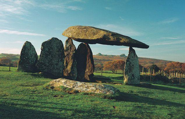 Pentre Ifan Burial Chamber, Sir Benfro, Cymru (Wales)