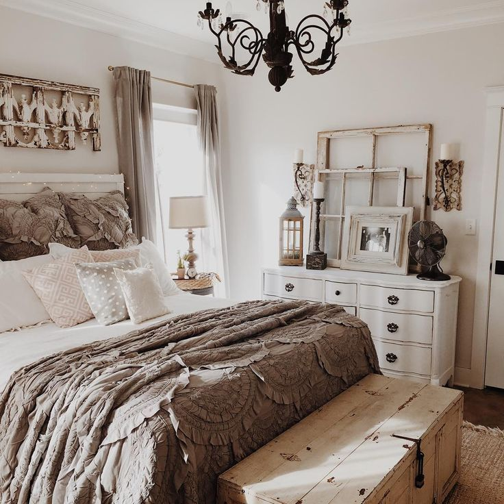 51 Rustic Farmhouse Bedroom Design Ideas - digging this color palate