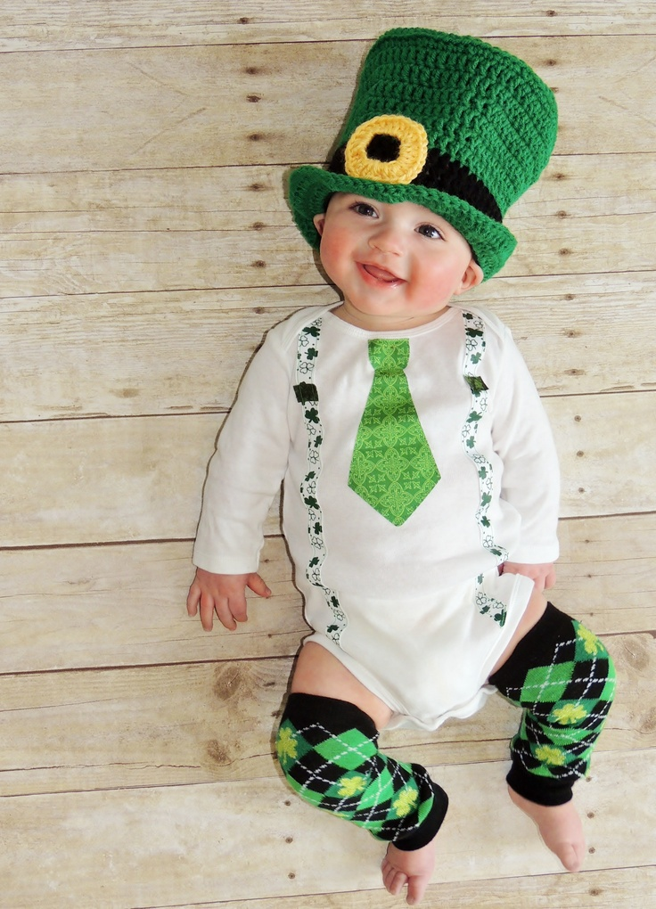 St Patrick's Day baby.....I want those argyle leg warmers!!!!!!! OMG I am obsessed with argyle