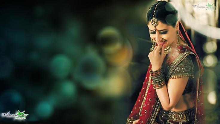 Kareena Kapoor in Saree   Kareena Kapoor   PakHeaven.Com - Photo Gallery - Wallpapers - Movie Stills - Posters & First Look