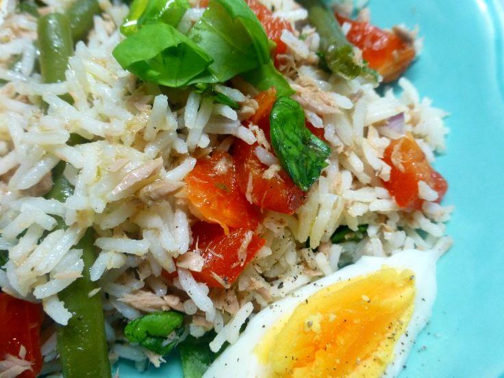 Rijstsalade met ei en tonijn