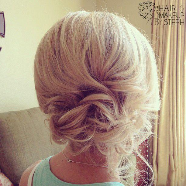I LOVE THIS SOOOOOO MUCH!! Wedding hair updo for a bride or bridesmaid. Messy curly bun that you can DIY
