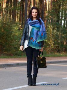 www.polandhandmade.pl #polandhandmade #felting #feltedscarf #szaljedwabnofilcowy