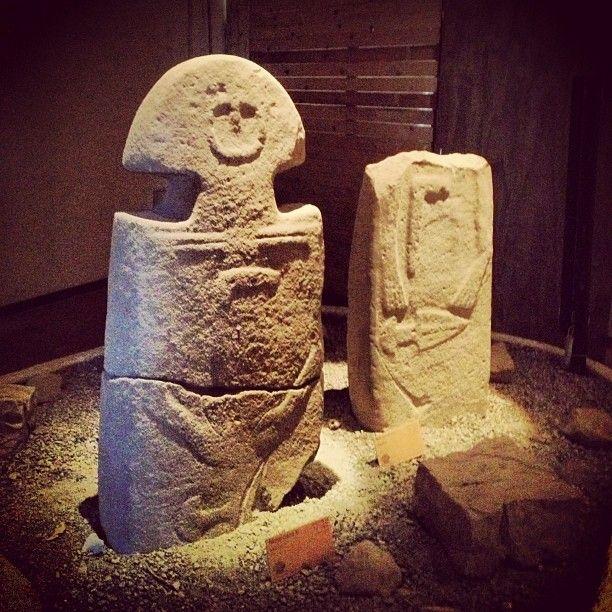 @bubycr7's  statue stele