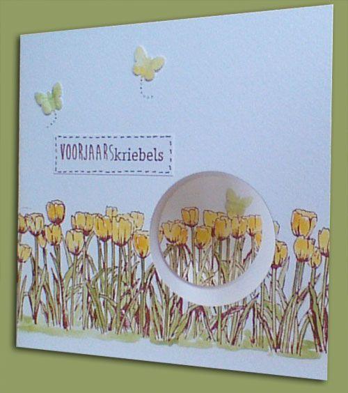 Vandaag kon je bij ons aanschuiven en een stempelkaart met tulpen maken. Al eerder liet ik jullie de voorbeelden zien. Die waren in het rood en in het blauw. Vandaag werden er ook kaarten in het geel
