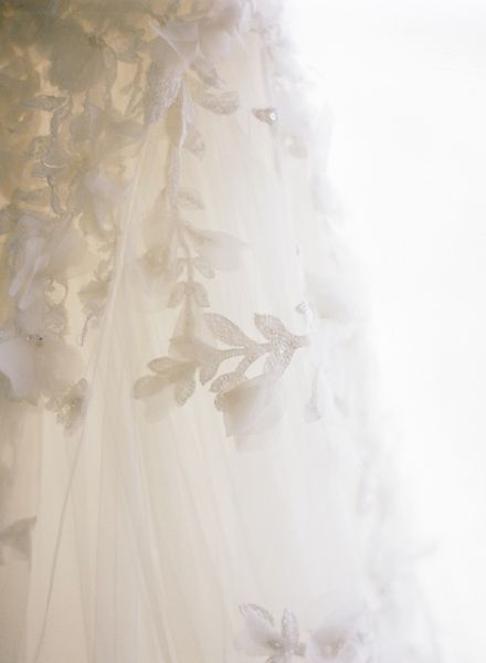 new-orleans-french-quarter-wedding-dress-details-flowers-lace