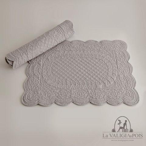 Coppia di tovagliette rettangolari in cotone 100%, grigie da entrambi i lati.