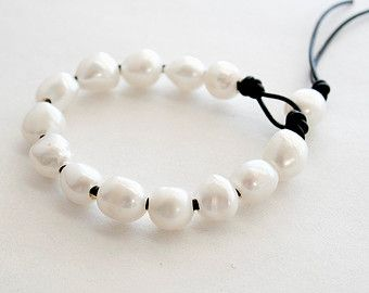 Perle et cuir  Cuir Hoop boucles doreilles  par JudysDesigns