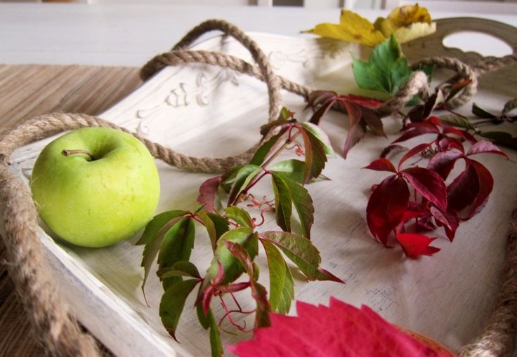 fall table decoration with leaves and apple