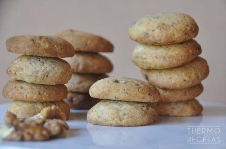Galletas de chocolate y nueces que se preparan en un momento con Thermomix. Sin manchar moldes o rodillo tendréis unas cookies deliciosas.
