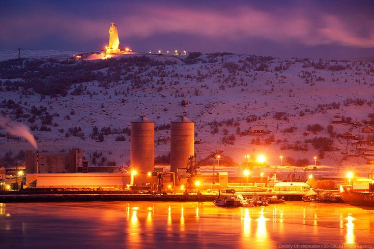 Мурманский морской торговый порт и мемориал «Алеша»