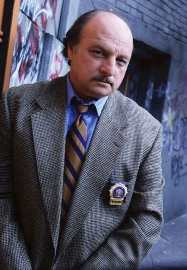 NYPD BLUE (1993-2005) Dennis Franz played Detective Andy Sipowicz in the series NYPD Blue for 12 years, winning Golden Globe, Emmy and Screen Actors Guild awards for his performances as the recovering alcoholic policeman. A tough-looking and gritty actor (he'd served in the 82nd Airborne Division in Vietnam), Franz had often been cast as a cop (26 times before NYPD Blue), but made this character into one of the most memorable in TV history.
