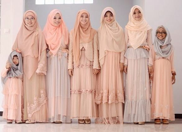 """146 Likes, 6 Comments - Syari Modest Bride Inspiration (@syaribrides) on Instagram: """"@aagym family on the wedding of their relatives."""""""