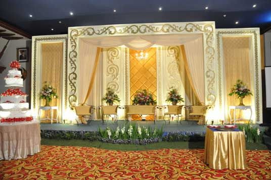 Soraya Wedding Organizer | Gallery Pelaminan.  Pelaminan modern dengan model klasik. Murah tapi Mewah.