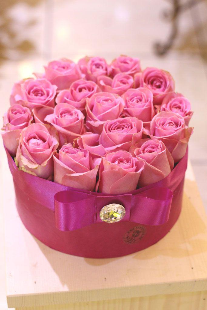 Box z ruží na vode 45 € http://www.kvetysilvia.sk/donaskova-sluzba/