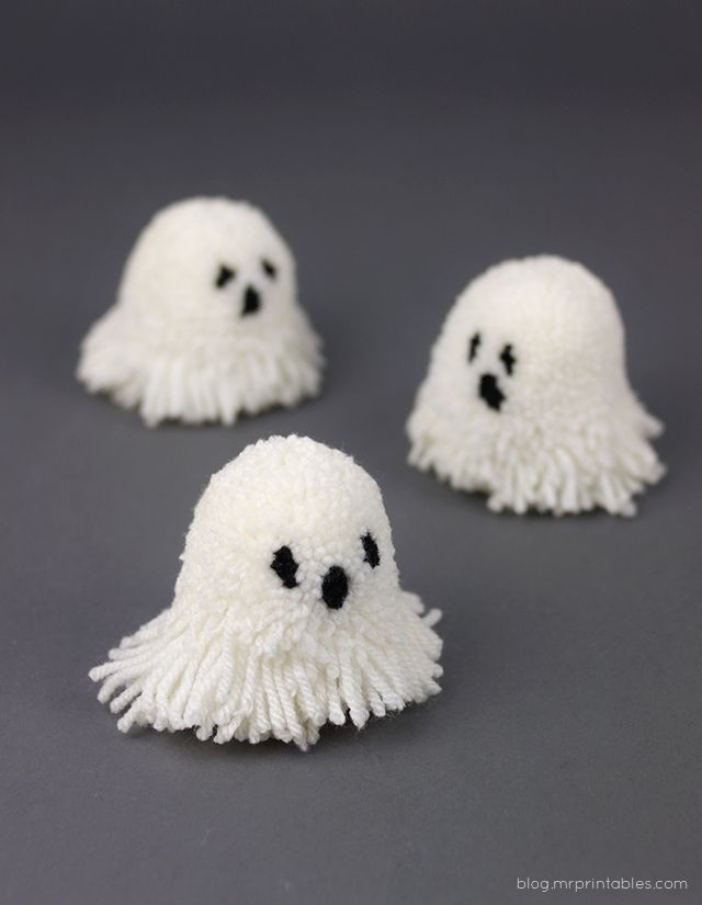 Halloween pompoms tutorial - pompom ghosts