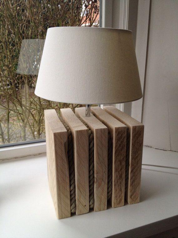 Unieke steigerhouten tafellamp voorzien van boottouw op Etsy, 175,00 €