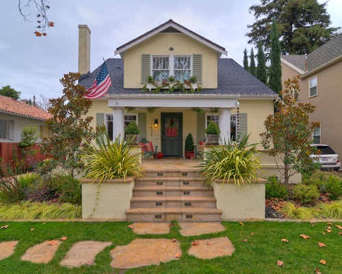 78 best images about craftsman style houses on pinterest craftsman front porches and styles - Best exterior stucco paint decor ...