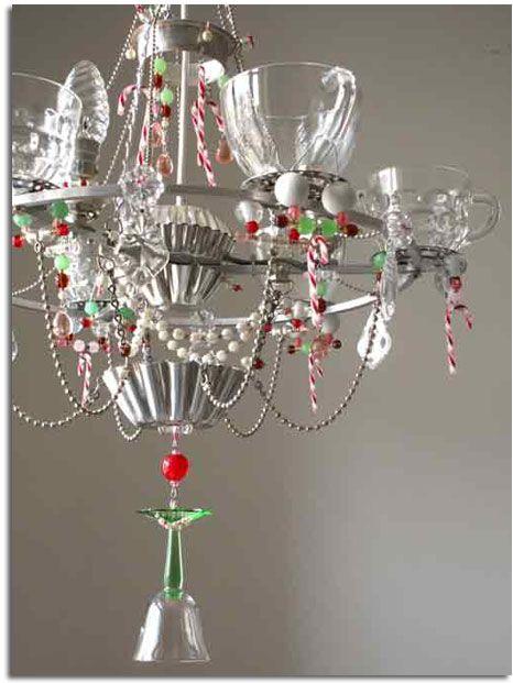 lámpara realizada con tazas y otro utiensilios de cocina.19bis.com