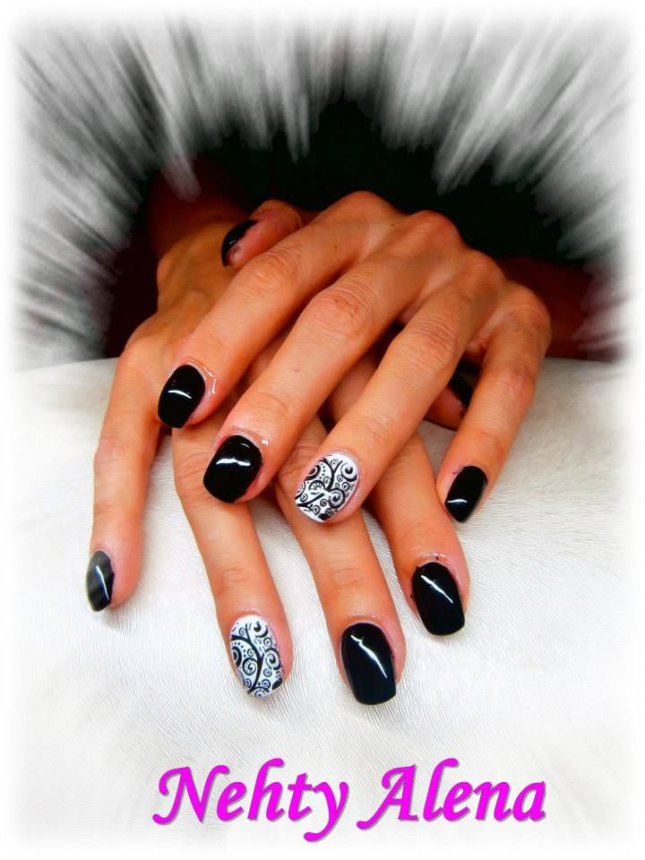 nail design black & white