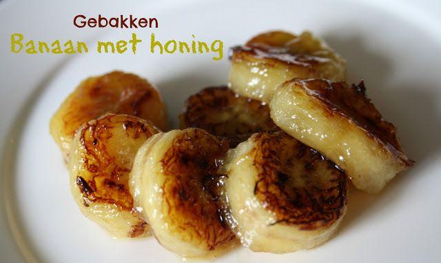 Banaan met honing, kaneel en donkerbruine suiker in de oven gebakken Ingredienten 4 bananen 4 eetlepels kaneel 4 eetlepels donkerbruine basterdsuiker 4 eetlepels honing Pel de bananen. Snij ze doormidden en leg ze op een stuk aluminiumfolie. Verdeel de suiker, kaneel en honing erover. 15 minuten in een oven van 160 graden.