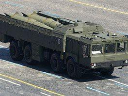 Rakety Iskander na mobilním odpalovacím zařízení během vojenské přehlídky v Moskvě