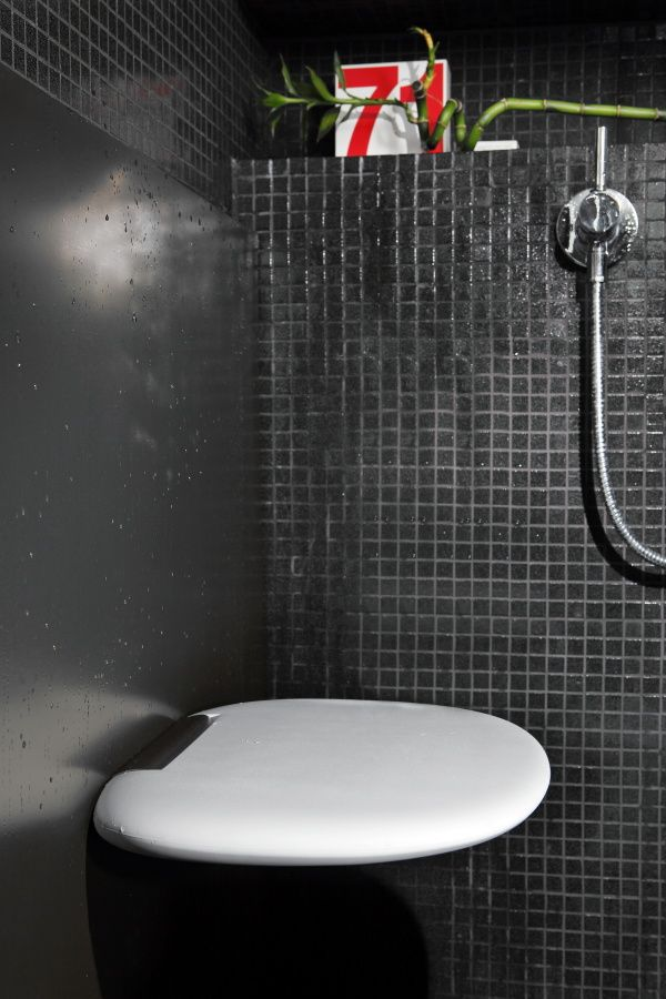 SEDILE DOCCIA VIOOD Shower cabin folding seat in integral polyurethane.#doccia #sedia #sgabello #bagno #sedute