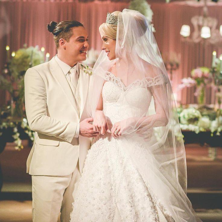 """Casamento do cantor Wesley Safadão com Thyane Dantas. Foto postada pelo cantor em suas redes sociais. """"Dia mais que especial e eu só peço a Deus que continue escrevendo a nossa história. Thyane minha vida, pra sempre minha flor. 🌸 @thyane_dantas """" 📷@clecioalbuquerque  Nós amamos, e vocês? ❤️ #casamentothyaneewesley #casamento #casamentonocampo #casamentonapraia #casamento2016 #noivas2016 #casamentoemfortaleza #noivasdefortaleza #wedding #weddingday #bride #love #married #casados"""