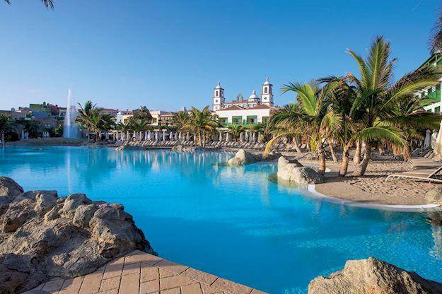 Lopesan Villa del Conde en Thalasso Ligging:Het direct aan zee gelegen luxe hotel ligt op ca. 300 m van het zand-/kiezelstrand van Meloneras en op ca. 800 m van het strand van Maspalomas. Talrijke mogelijkheden om te winkelen. http://www.zonvakantieaanbod.nl/index.php?option=com_datafeeds&task=go&format=raw&item=448568&p=C108