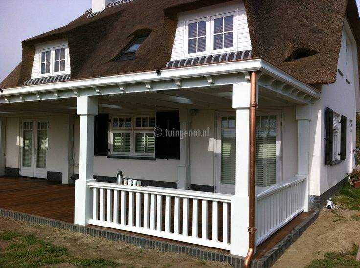 60. hard houten veranda met bamboevlonder