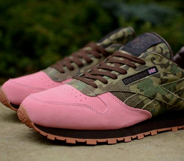 "Shoe Gallery x Reebok Classic Leather ""Flamingos at War"""