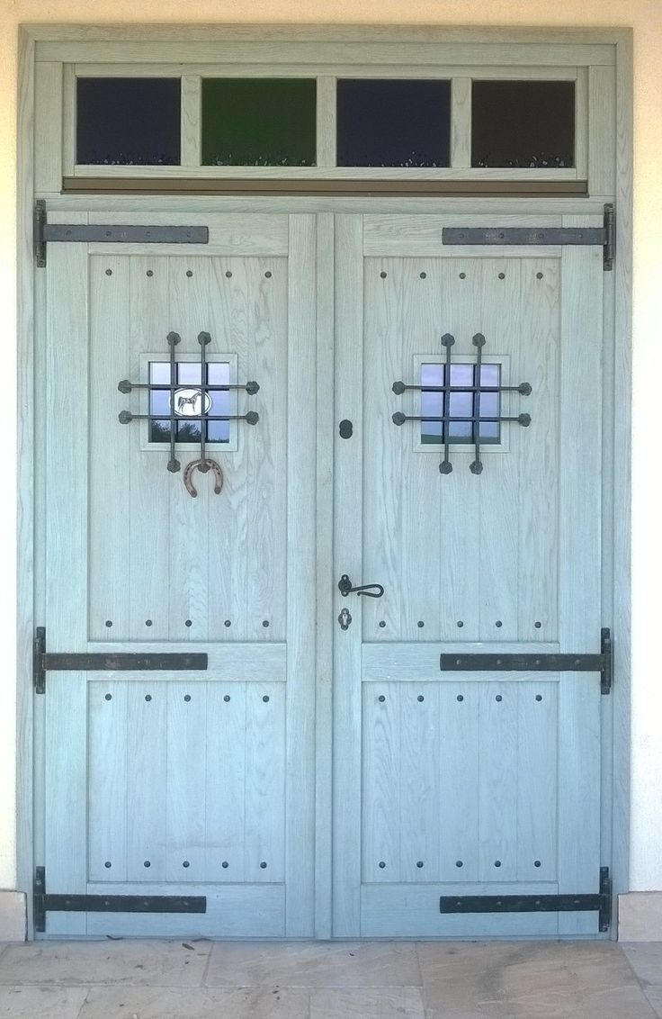 tölgy rusztikus felületű bejárati ajtó