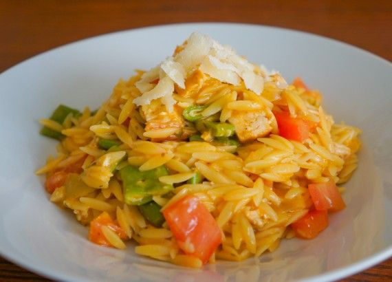 Quick and Delicious Orzo Recipe with Tyson Grilled and Ready Chicken! #TysonGrilled http://iadorefood.com/recipes/pesto-orzo-with-tyson-grilled-and-ready-chicken/