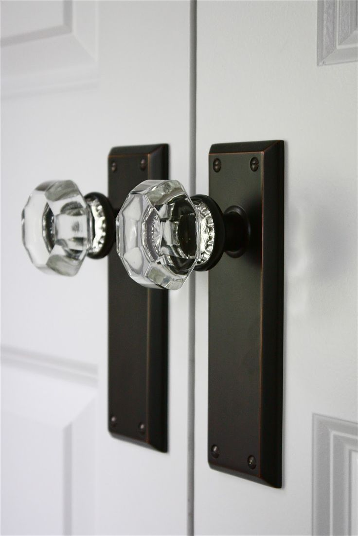 Exceptional Crystal Door Knobs With A More Modern Vibe. Such Stylish Hardware!