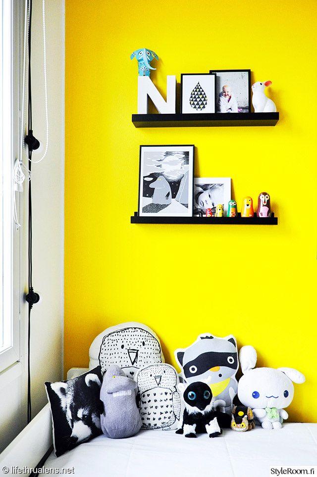 lastenhuone,keltainen,värikäs,seinähylly,asetelma,lelut,sänky,koriste-esineet,säilytys,värikäs koti