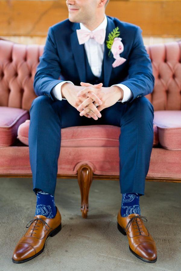Photographe de mariage Sophie Asselin, Photographe Montréal | Lovely groom wearing a chic blue suit with a light pink boutonniere