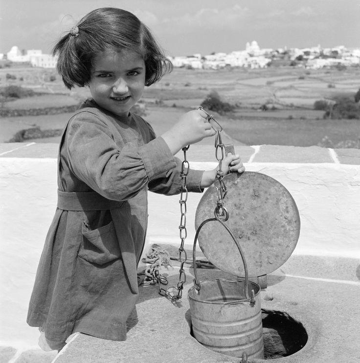 Φωτογραφίζοντας τη Σίφνο 1956 φωτ Δημήτρης Χαρισιάδης OR Ζαχαρίας Στέλλας