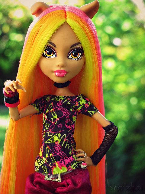 This is an awesome Howleen doll!