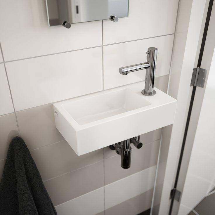 Clou - Flush 3 fontein met kranenbank rechts. Deze fontein is gemaakt van wit keramiek en voorzien van een Freddo 3 fonteinkraan.