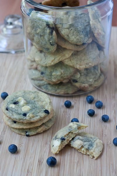 Blueberry White Chocolate Chip Cookies- gonna try with regular Choco chips
