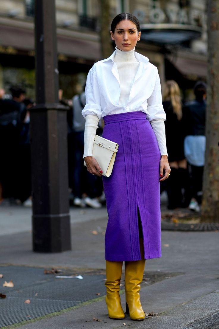 Street Style París - great idea for pairing tittle neck & shirt