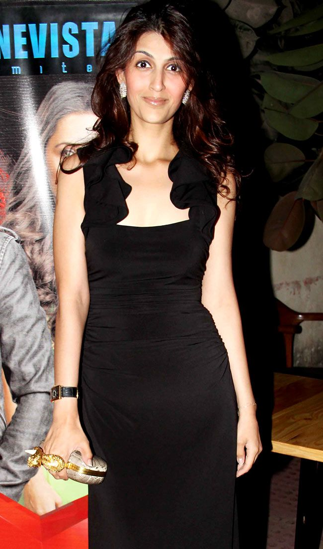 Guest at 'Ek Hasina Thi' premiere. #Style #Bollywood #Fashion #Beauty #Page3