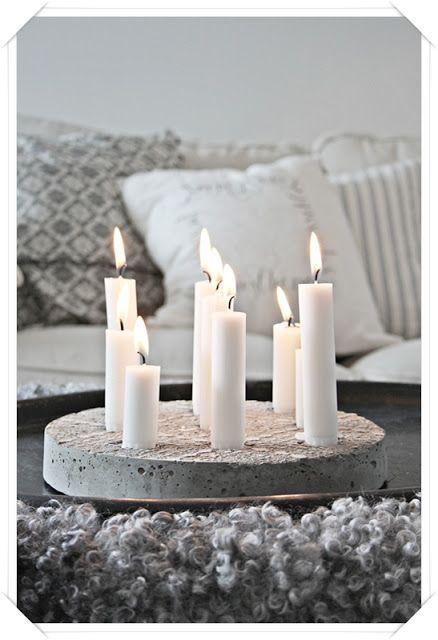 steen, balkje, oid iets robuust met pinnen waarop kaarsen vastgezet kunnen worden
