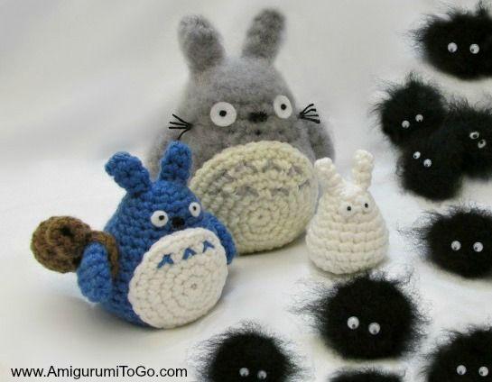 Totoro and Soot Sprites - Free Amigurumi Pattern and Videotutorial here: http://www.amigurumitogo.com/2014/12/totoro-catbus-amigurumi-patterns-free.html