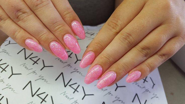 Glitter pink Gel Polish negle lavet af den søde Cecilie, et flot stykke arbejde lavet i uv negle gele.