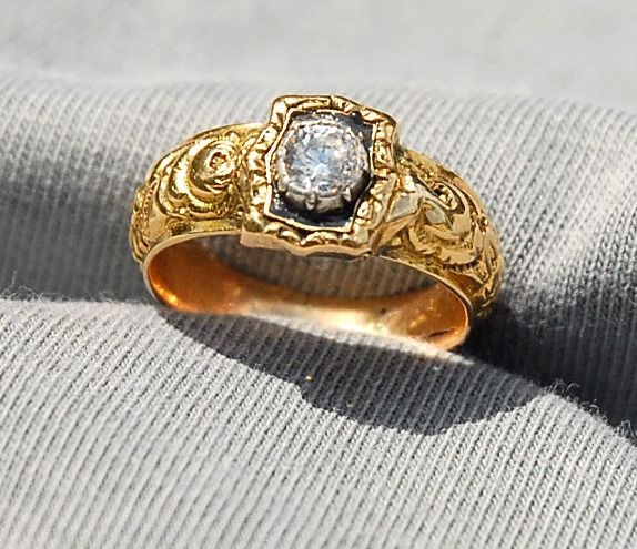 I know this says man ring, but I would totally wear it! I love the designs- it says so much, has so much character!! Only problem is the price ($ 16,700!!!) Early 19th Century Georgian Man Diamond Ring cir.1830