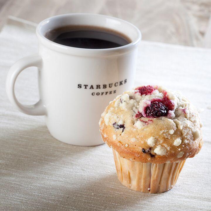 Yabanmersini, ahududu ve böğürtlenli egzotik muffin yolculuğu. Espresso bazlı içeceklerimizle muhteşem bir uyum.